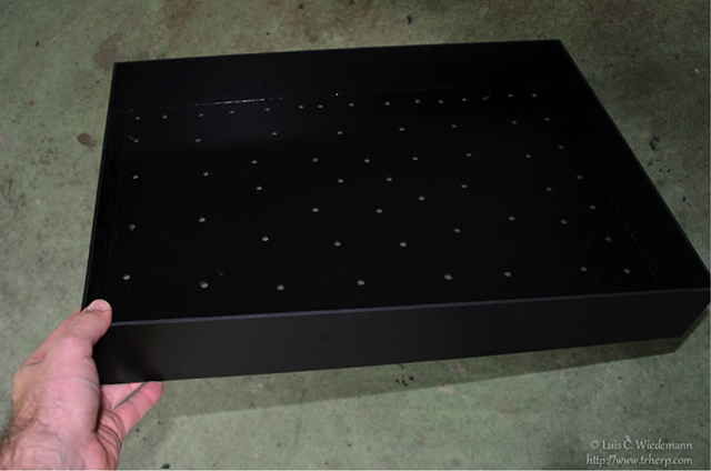 drainage holes in the substrate tray